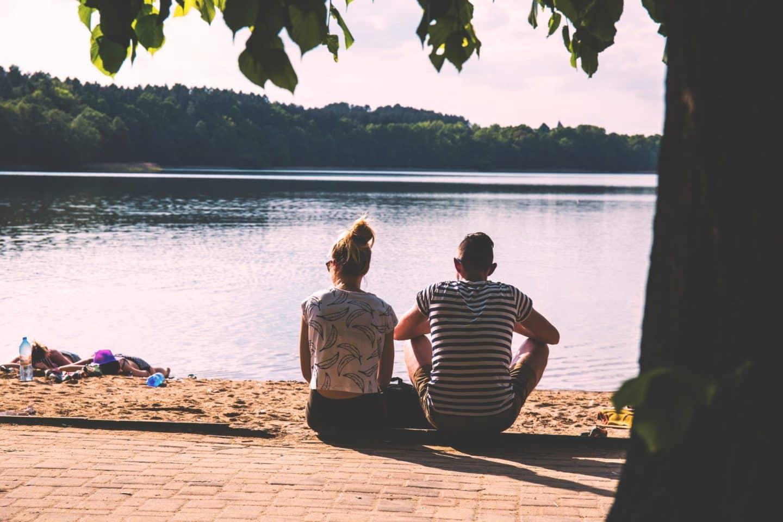 Dear Marrieds: Stop Alienating Your Single Friends